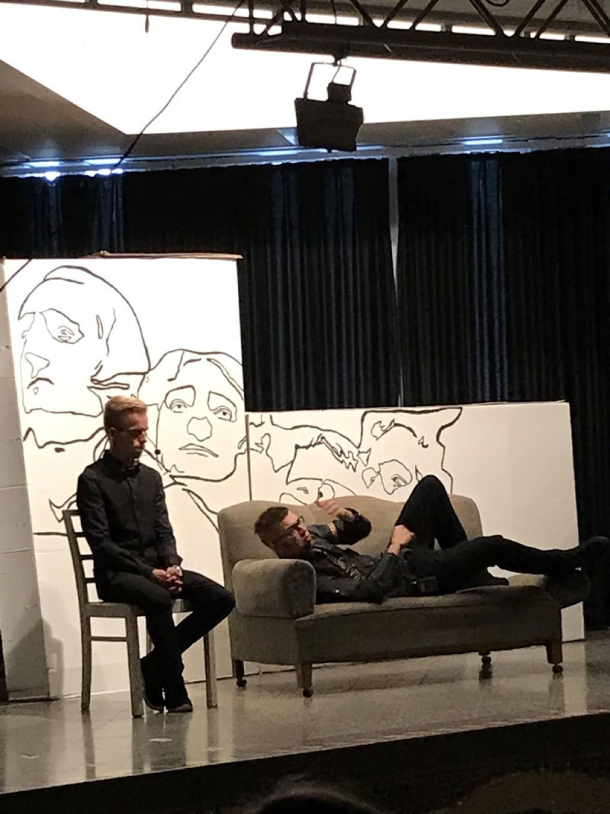 Nico Peters als Lee Sarason und Marvin Alizadeh als Buzz Windrip